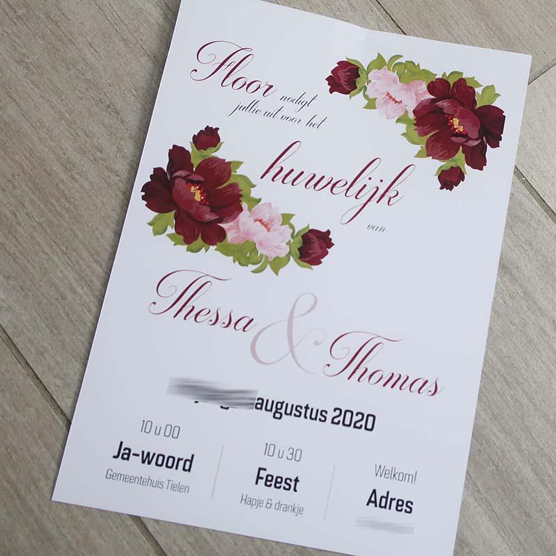 Huwelijksuitnodiging zomer 2020 rode bloemen sierlijk