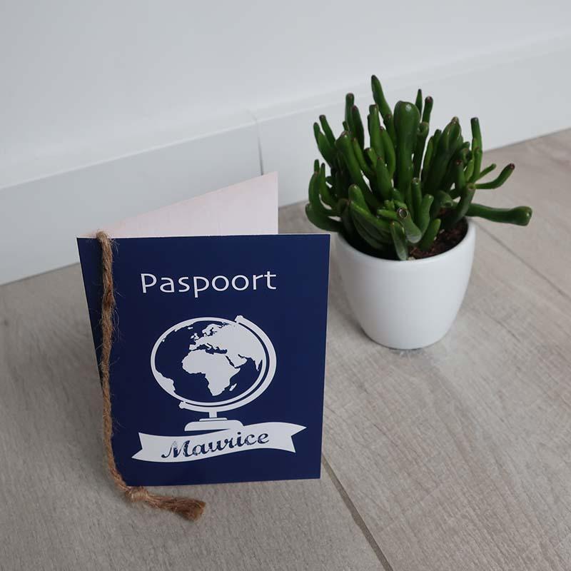 Geboortekaartje paspoort koningsblauw foto