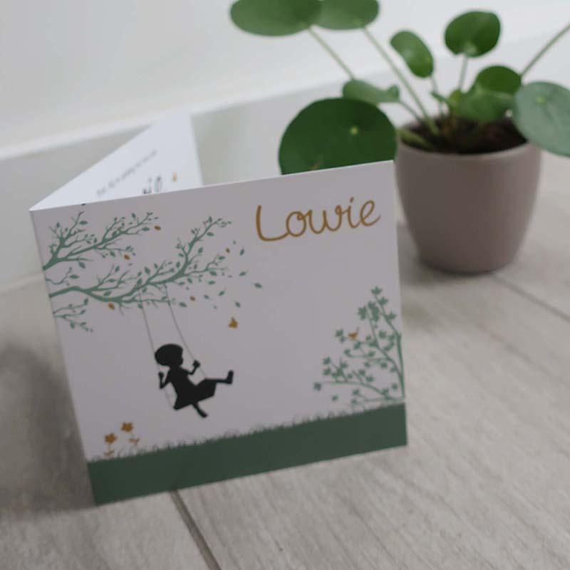 Geboortekaartje Lowie silhouette boom schommel groen oker modern